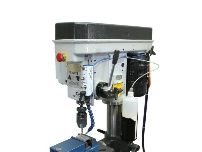 Minimalmengenschmierung LST 01 an Bohrmaschine