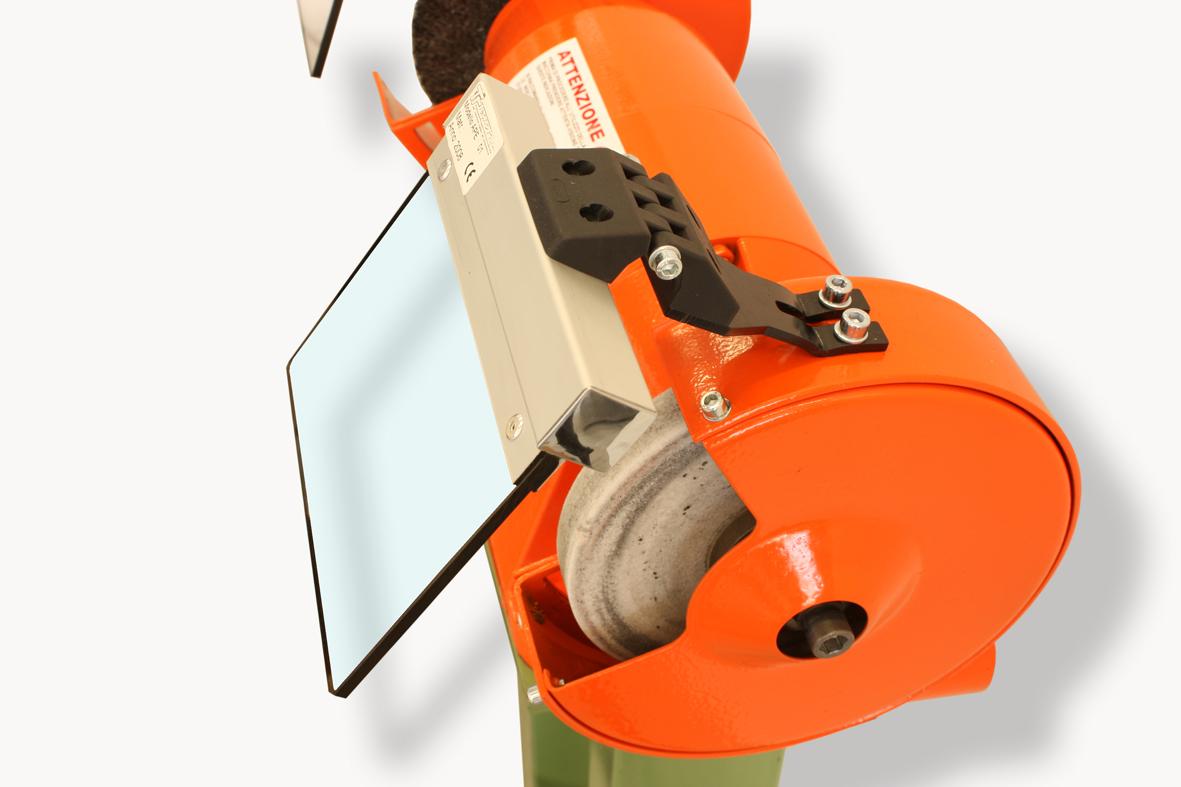 Schutzeinrichtungen für Schleifmaschinen